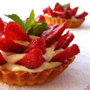 Εύκολη τάρτα φράουλας - gourmed.gr