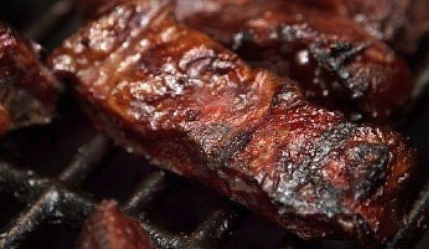 Resep Iga Panggang Kecap Empuk Dengan Sambal Kecap Bagi penggemar iga sapi yang dibakar/ panggang, jangan lewatkan resep iga panggang kecap yang satu ini. Karena anda akan mendapatkan rahasia untuk membuat iga panggang yang dagingnya empuk dan rasa bumbunya meresap hingga ke daging iga, ditambah lagi aroma daging bakar yang…
