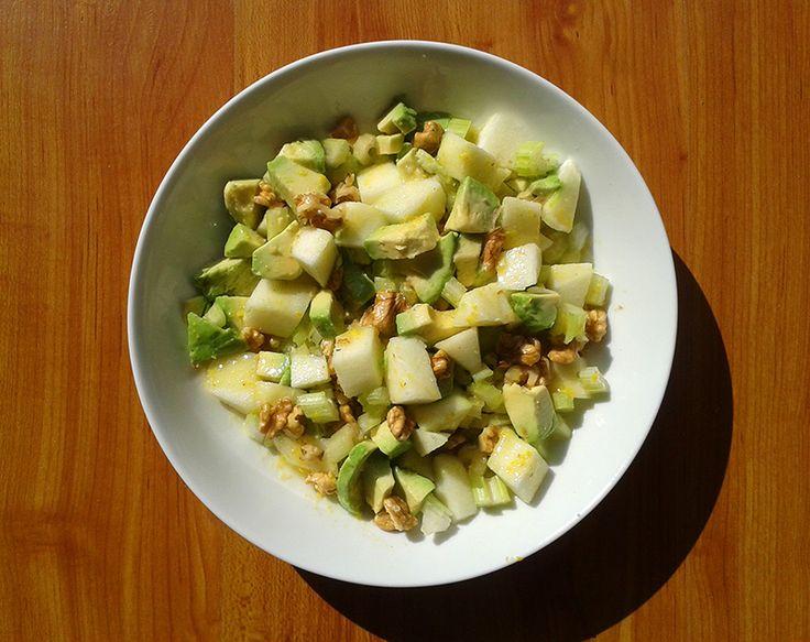 ENSALADA DE PALTA, MANZANA VERDE, APIO Y NUEZ + VINAGRETA  http://recetariocosmico.com.ar/ensalada-vegana-de-palta-manzana-verde-apio-y-nuez-vinagreta/