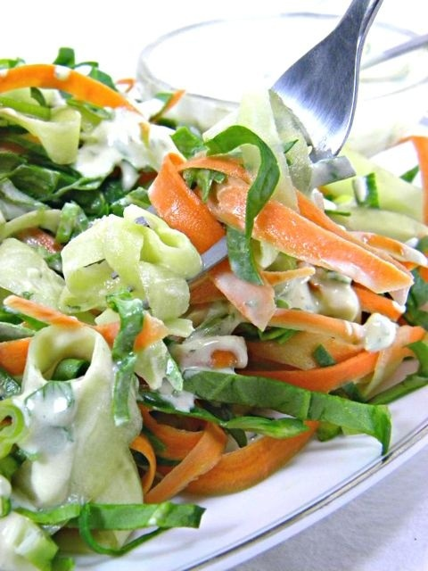 Raw Food Recipes - Mediterranean Yogurt Dressing with Cucumber