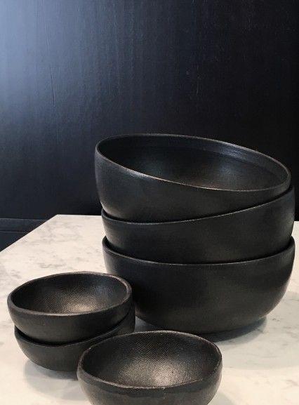 Pond Round Bowl Black
