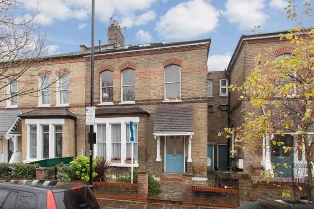 2 Bed Flat For Sale, Finsbury Park Road, London N4, with price £540,000 Guide price. #Flat #Sale #Finsbury #Park #Road #London