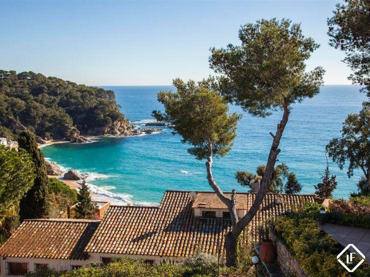 Se vende una magnifica casa con una ubicación excelente y extraordinarias vistas al mar en Cala Canyelles, Lloret de Mar