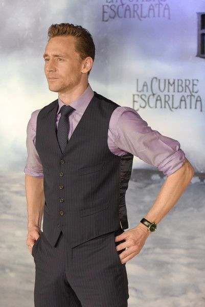 Tom Hiddleston Photos - 'La Cumbre Escarlata' Barcelona Photocall - Zimbio