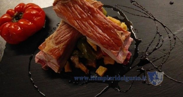 Smoked pork ribs with potatoes and papaccelle napoletane - Costine di maiale affumicate con patate e papaccelle napoletane