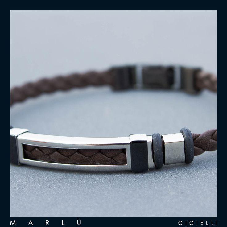 Bracciale in pelle marrone con inserti in acciaio della collezione #ManTrendy  Brown leather bracelet with steel inserts. #ManTrendy collection