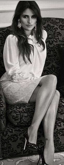 Penelope Cruz: Shirt and skirt – Dolce & Gabbana  Shoes – Oscar de la Renta