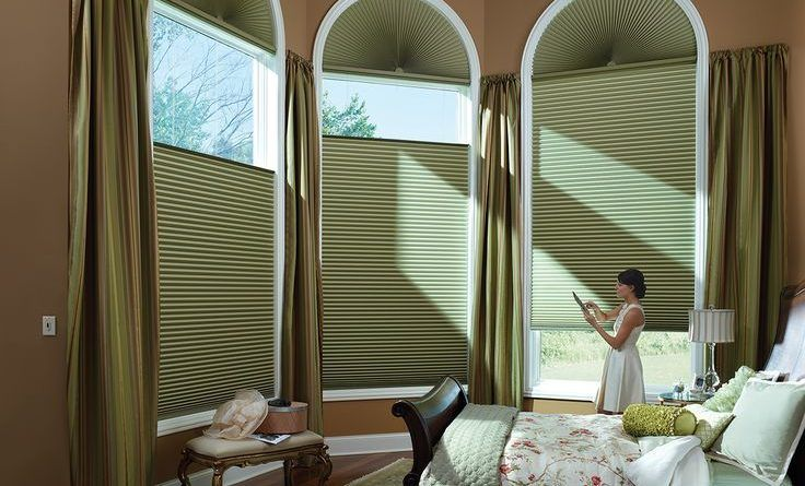 Insulated honeycomb blinds are made of pleated material and are designed to fold, accordion-like, usually at the top of the window, but sometimes at the top or bottom, providing maximum control, View and privacy of the day.