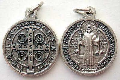 Historia De San Benito | Esta es la medalla de San Benito , un gran santo del s.V, conocido ...