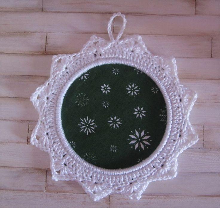 Petit cadre blanc et vert avec bordure au crochet : Décorations murales par atelier-crochet