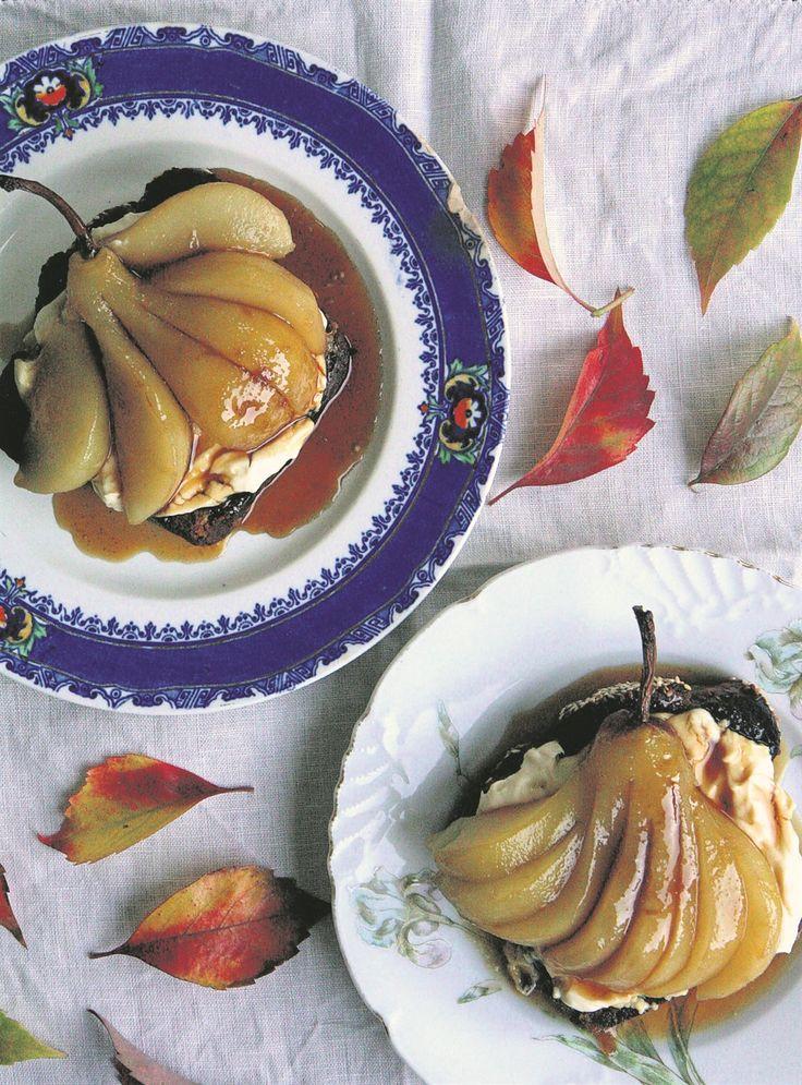 Resep: Geroosterde piesangbrood met heuning-en-koffieroomkaas en pere in 'n koffiesous  | Netwerk24.com