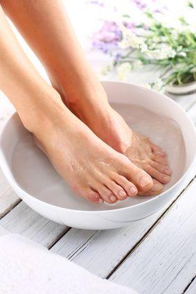Je ne sais pas si vous êtes comme moi mais l'été, j'ai systématiquement les pieds secs! La peau s'épaissit, devient dure ce qui donne des talons secs qui se fissurent facilement donnant même parfois des crevasses douloureuses. Alors qu'en été, j'aimerais avoir de beaux pieds avec une peau douce comme celle des bébés ! Souvent …