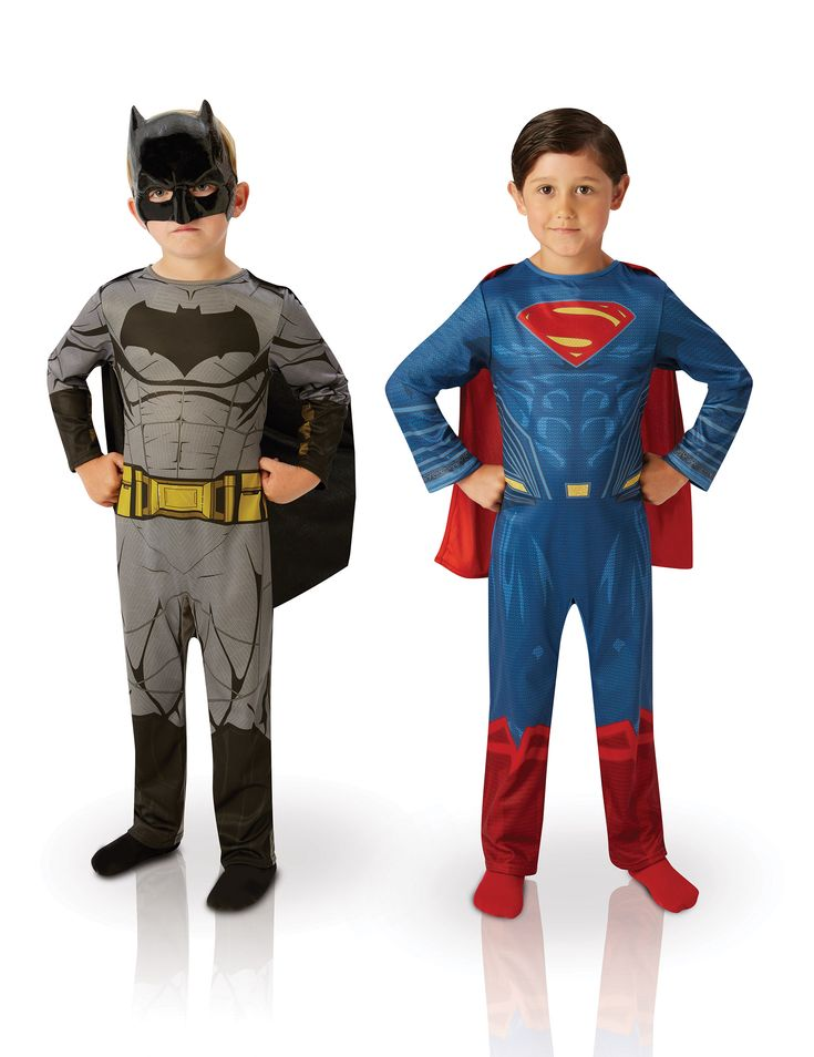 set 53.99 2 kinder kostuums Batman vs Superman Dawn of justice™: Deze set bestaat uit 2 officieel gelicenseerde kostuums van Batman vs Superman™.Het Batman kostuum bestaat uit een grijze overall die met zwart is bedrukt met een vleermuis, spieren en...