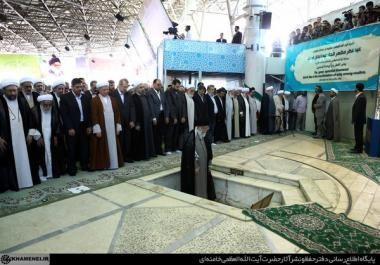 Realización de la oraciñon de Eid al-Fitr en Teherán