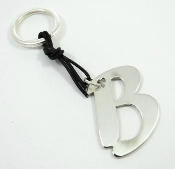 Create your personalized key-ring in metal for you or offer it as a unique gift! A personalized gift that will make the difference!