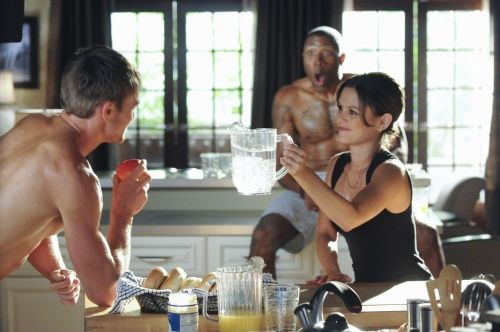 'Hart of Dixie' Recap: Heat Rises, Inhibitions Fade Season 1 Episode 4. Bluebell is experiencing a heat wave--one of both the weather and the naughty behavior that comes with it. Zoe and Wade grow physically closer while we get to see the family dynamic union of Lemon and George Tucker. #hartofdixie #tvrecap