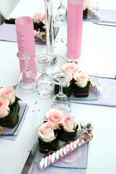 Stylische Tischdeko in der Farbe rosa.