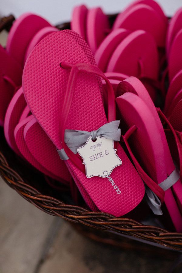 Cute size tags for guest flip flops. PenGraphics. Photography by bumbleandbloom.com/blog,