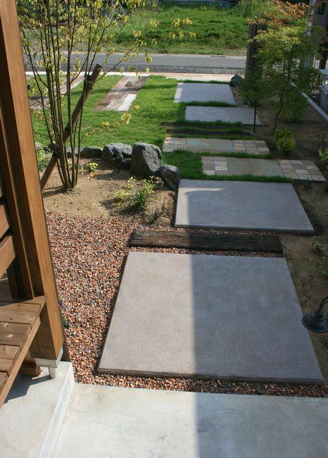 ウリンスリットと枕木でナチュラルなアプローチ 越前市|福井県|外構工事・庭|グリーンステージ