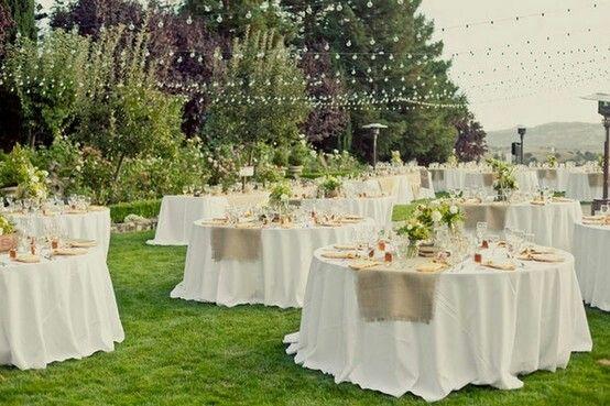 Rústica decoración para ceremonia al aire libre