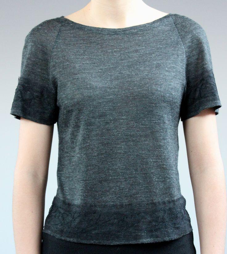 Блузка из тонкого шерстяного трикотажа с кружевом