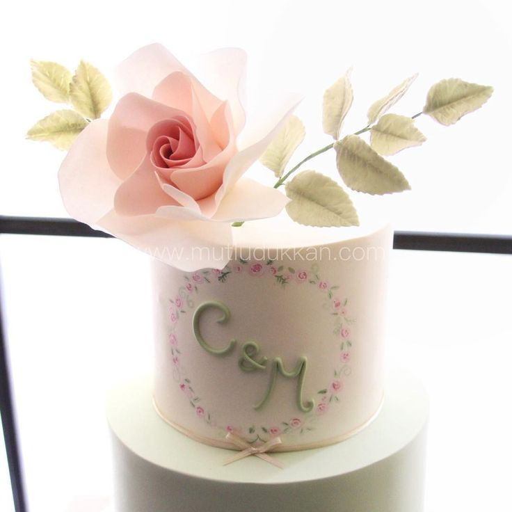 Nişan pastası  #mutludukkan #butikpasta #sekerhamuru #sugarart #nisanpastasi #sozpastasi