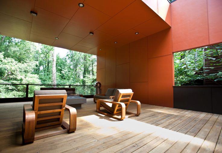 Терраса как дополнительная гостиная на свежем воздухе располагает к отдыху. .