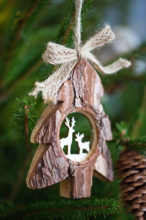 Créez une ambiance naturelle pour Noël, avec des décorations du sapin en bois !