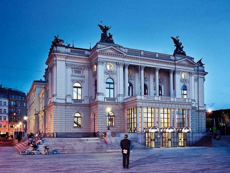"""""""Das Land des Lächelns"""" in Zürich, 05.-08.07.2017  Besuchen Sie die weltberühmte Züricher Oper und genießen Sie einen unvergesslichen Abend mit einem der drei besten Tenöre der Welt, Pjotr Becala, der den chinesischen Prinz Sou Chong verkörpert. #Opernreise, #Musikreise, #ZuerichOpern17"""
