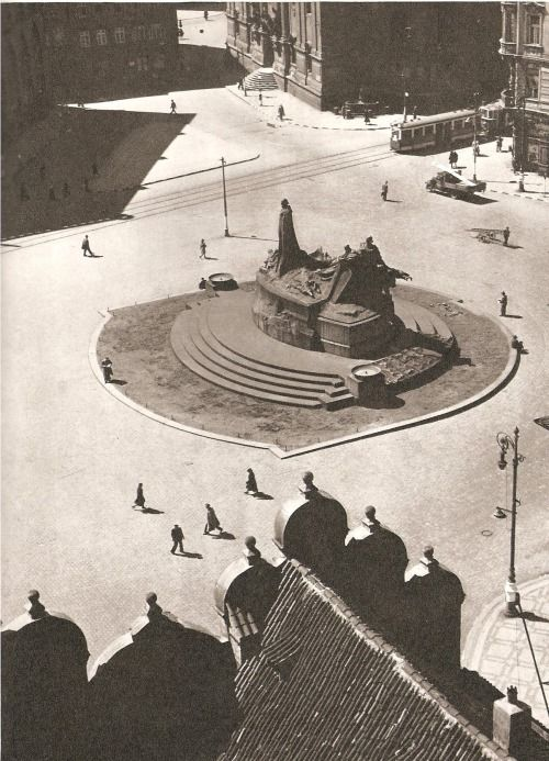 1940's - Old Town Square - no people!