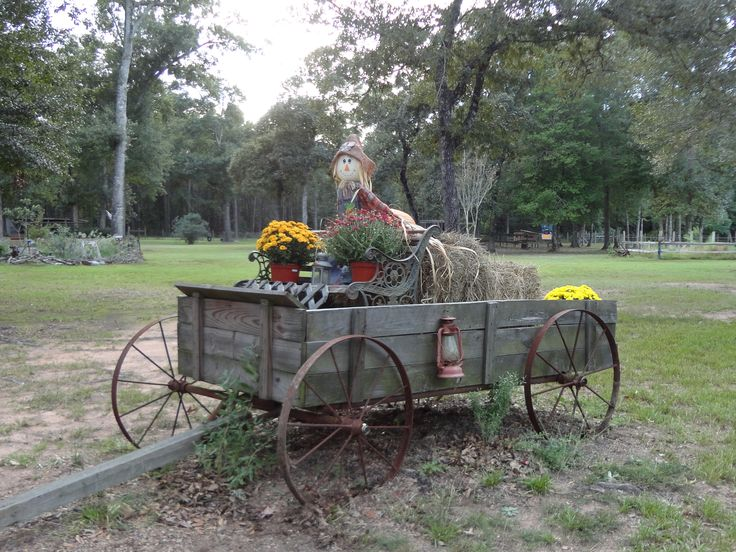 23 best images about decorated wagons on pinterest for Things to do with old wagon wheels
