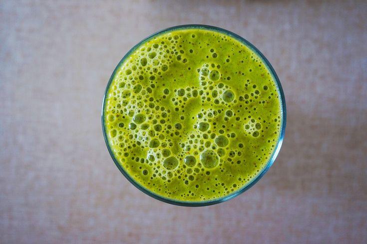 Il miglior frullato per perdere peso? Provate la grandiosa alternativa di questa coach per colazione: con grassi buoni, antiossidanti, fibre!
