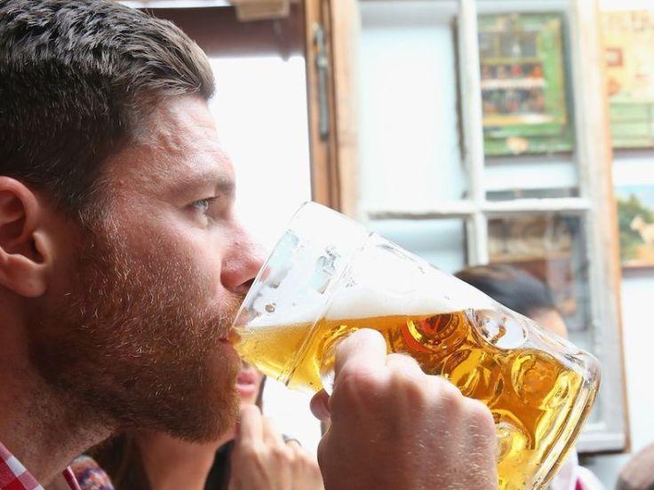 """Voila qui va satisfaire de nombreux sportifs du dimanche, amateurs des boissons houblonnées. """"La bière est plus complète que tout autre supplément d'énergie"""". Affirmés par un quidam, ces propos ne tiendraient pas sur la longueur. Sauf que l'auteur de ces paroles, rapportées, ce mercredi par le site Internet de la Gazzetta dello Sport, n'est autre que Luca Gatteschi, médecin, directeur de la Société italienne sur la nutrition sportive et surtout membre du staff médical de la sélection…"""