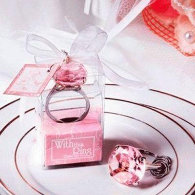 Original llavero diamante de cristal. Un bonito detalle para tus invitadas.