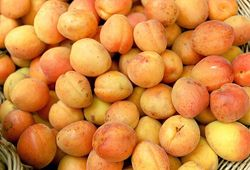 Abrikoos-boerenmeisjes likeur