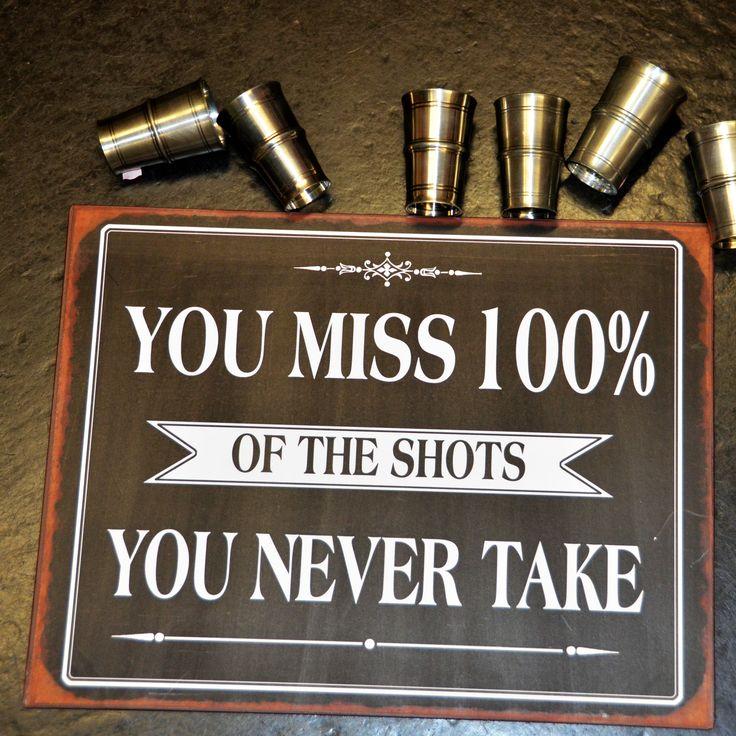 """Erinnere dich und dein Umfeld daran, dass """"wer nichts wagt, der nichts gewinnt"""". Metallschild mit Aufdruck """"You miss 100% of the shots you never take."""""""