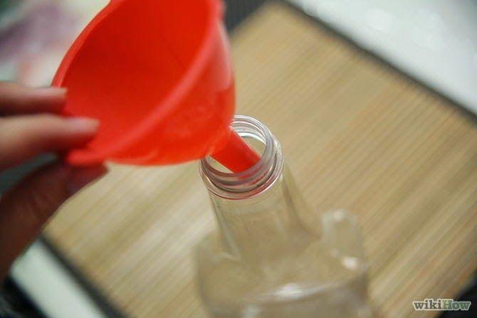 Daddy Cool!: Ρίχνει ζύμη μέσα σε ένα μπουκάλι. Γιατί; Απίστευτο κόλπο!