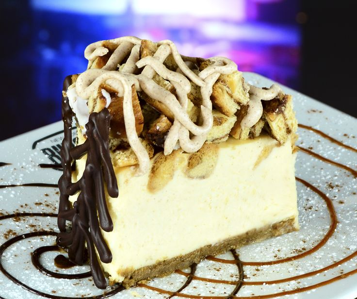Cinammon Cheesecake! Cremoso Cheesecake combinado con trozos de cinnamon rolls!