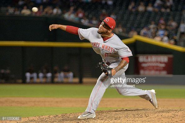 News Photo : Ariel Hernandez of the Cincinnati Reds delivers a...