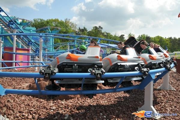3/11 | Photo du Roller Coaster The Barkyardigans - Mission To Mars situé à Movie Park Germany (Allemagne). Plus d'information sur notre site http://www.e-coasters.com !! Tous les meilleurs Parcs d'Attractions sur un seul site web !! Découvrez également notre vidéo embarquée à cette adresse : http://youtu.be/ztvRclHdpwQ