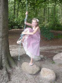 Ja, gewoon lekker blijven spelen. Dat kan in dit jurkje van Corrie's bruidskindermode. Corrie's bruidskindermode voor feestkleding voor bruidskinderen, bruidsmeisjes, kleding voor doop en communie, jongenskostuums, bruidsmeisjes, bruidsjonkers, trouwen, bruiloft, huwelijk. bruidskindermode.nl