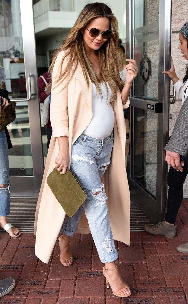 Chrissy Teigen from The Big Picture: Today's Hot Pics  The fabulous mom-to-be looks fashionable at her book signing in Miami.