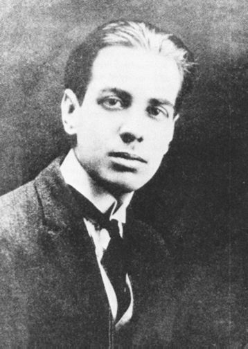 1921. Jorge Luis Borges, age 22.    (Photo from the Helft Collection)