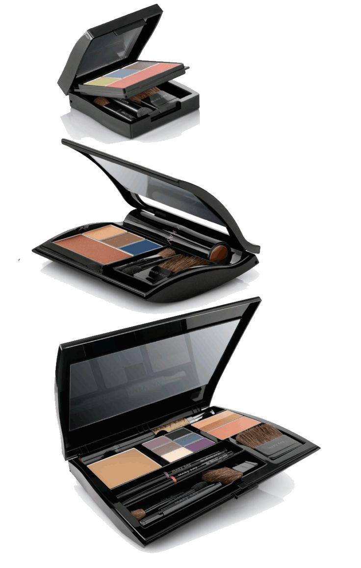 Mary Kay compactos de três tamanhos para escolher .... Então incrível e magnética! Possui três cores de olhos, blush ou bronzer e um gloss ou batom! Http://marykay.com.br SURPREENDENTES
