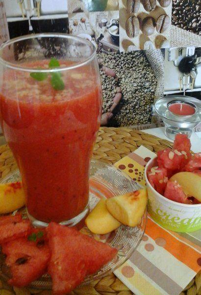 Görögdinnye/nektarin frissítő turmix... http://mediterran.cafeblog.hu/2014/08/24/negativ-kaloriasgorogdinnye-nektarin-frissito-turmix/