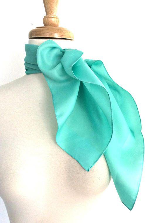 Vintage Mint Scarf @roguegirlvintage #vintage #vintagescarf #vintagescarves #scarf #scarves #accessories #fashionstatement #fashion #fashionblog #style #chic #styleblog #etsyshop #etsyseller #roguegirlvintage