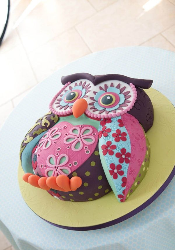 The wide-awake Owl Cake is the work of Lindy Smith of Lindy's Cakes, a wise    bird in the sugarcraft industry, and author of The Contemporary Cake    Decorating Bible.