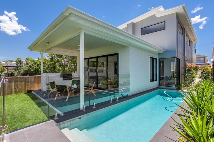 Encapsulating the essence of Queensland living, this kalka home boasts a stunning pool and outdoor area.