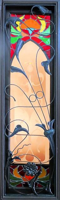 Ventana de Nouveau del arte del vitral (1907) Casa Joan Parallado II, Barcelona, España por el arquitecto Arnau Calvet i Peyronill