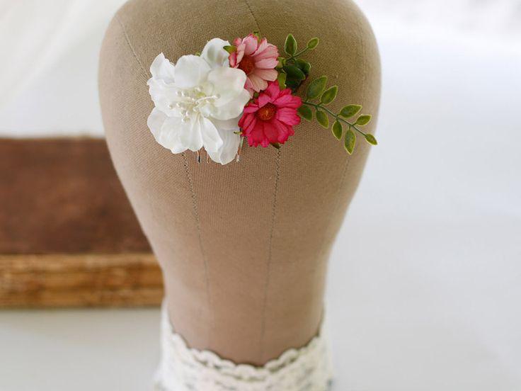 WYPRZEDAŻ! Grzebyk ślubny z białych i różowych kwiatów  Cena: 59 pln  Do kupienia w sklepie internetowym Madame Allure :)